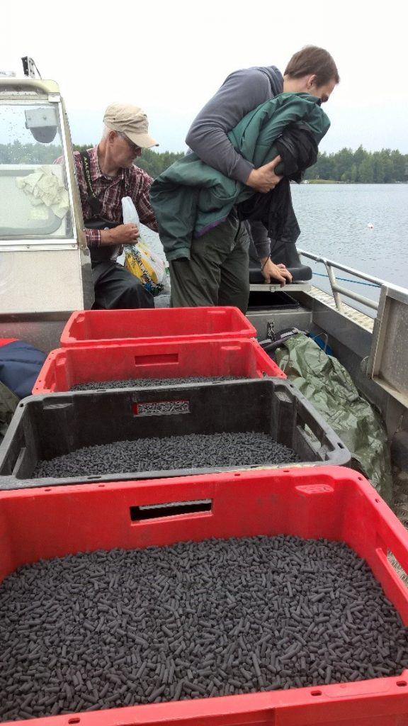 The boat is loaded with activated carbon pellets (Sedimite™) – we're ready to get going!