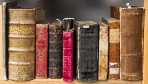 Koristekuva: Vanhoja painettuja kirjoja.
