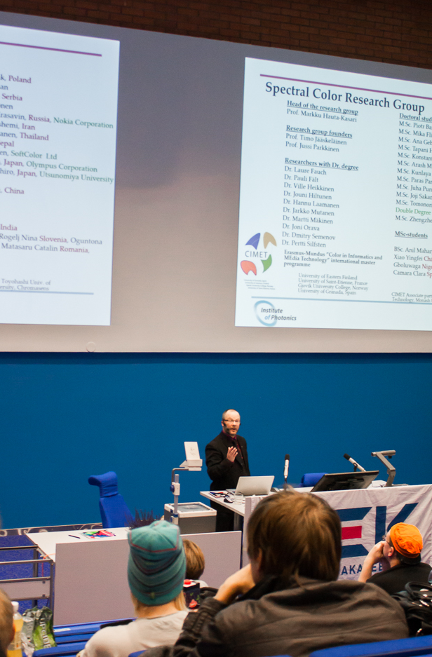 Tietojenkäsittelytieteen laitoksen johtaja professori Hauta-Kasari luennoimasta aiheessa Computational Spectral Imaging.