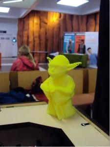 Kemian pisteellä 3D-tulostimesta syntyi piskuinen Yoda