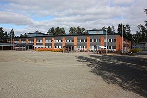 Kuvassa Joensuun harjoittelukoulu eli Normaalikoulun yläkoulu & lukio. Lähde: wikipedia.org
