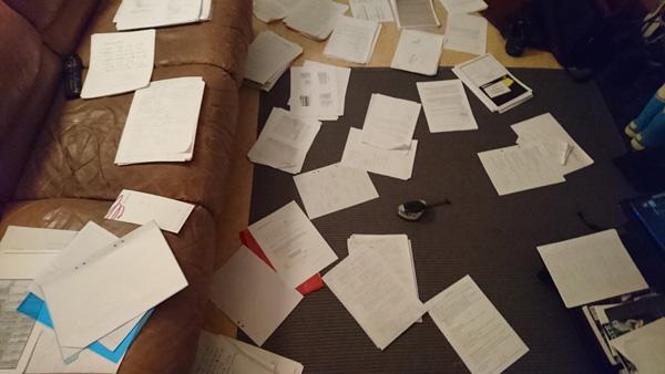 Yksi rei'itin vastaan satoja sivuja papereita.
