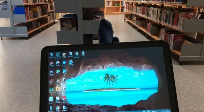 Kirjastossa