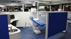 Vierailijat pääsivät tutustumaan hammaslääketieteen opetusklinikaamme.