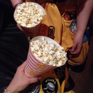 Oletko syönyt popcornia ja hattaraa baarissa?