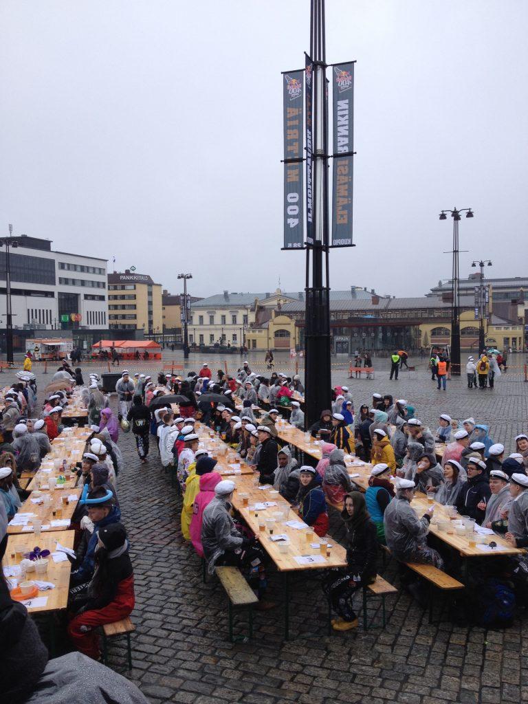 500 opiskelijaa, Kuopion tori ja sitsit!