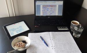 Kotona opiskeluun kuuluu aina kahvi ja välipala