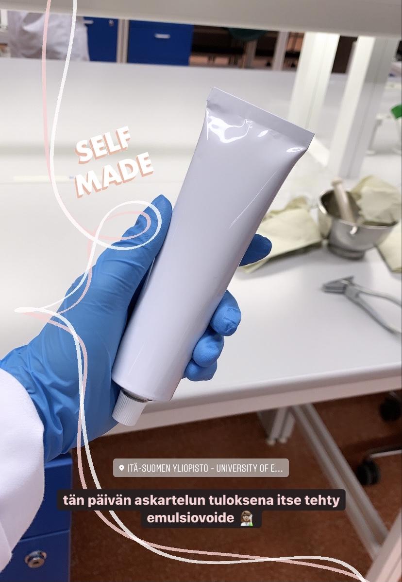 Kuva opiskelijan itse tekemästä emulsiovoidetuubista