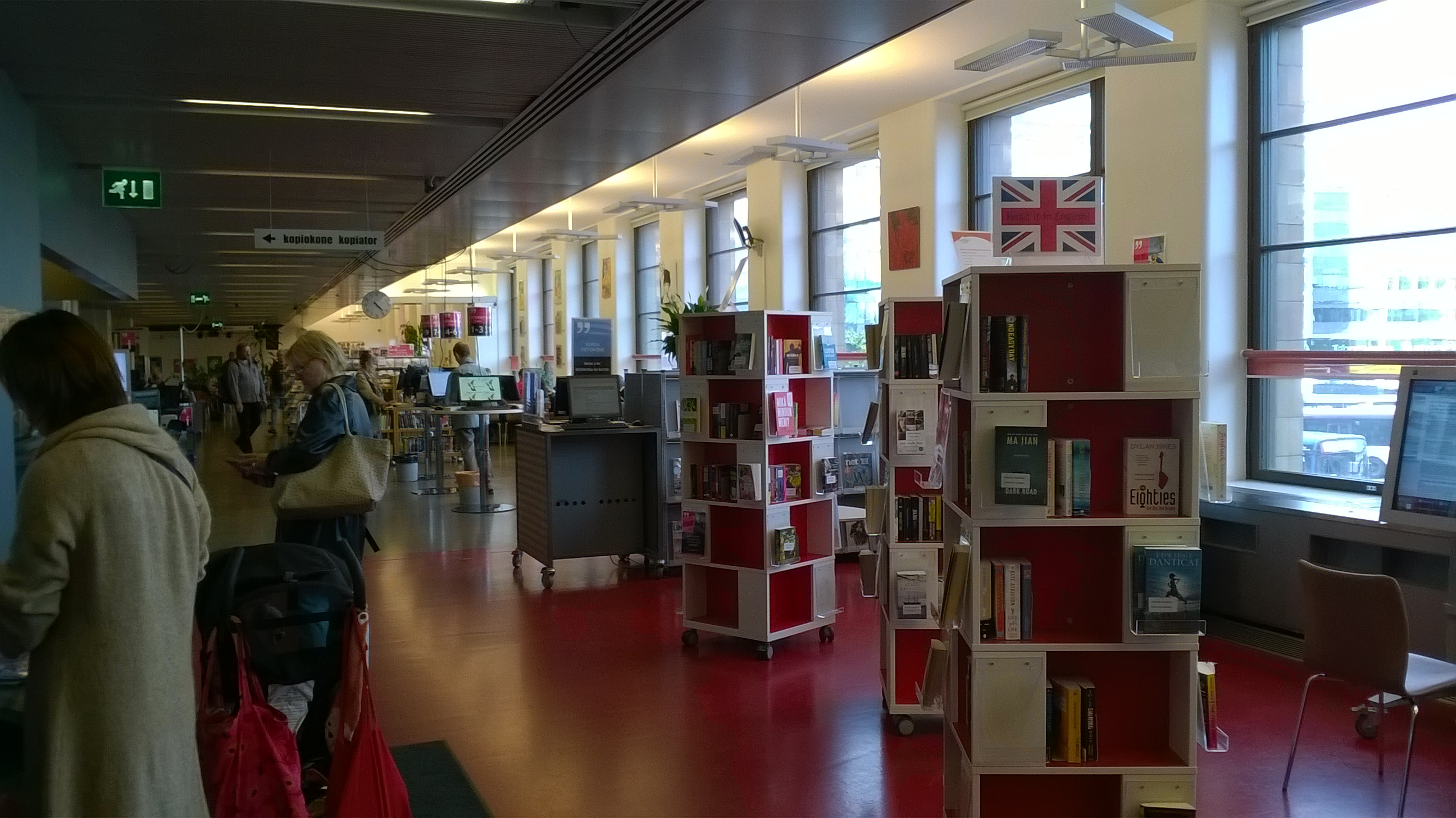 yleiskuva kirjasto 10