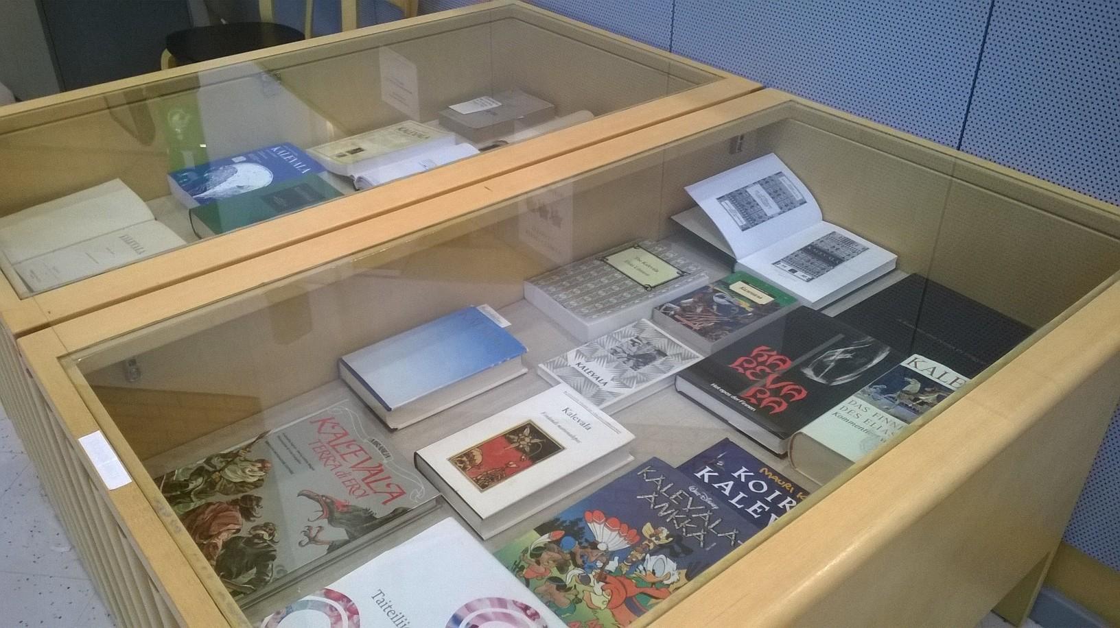 Kuopion kampuskirjaston kirjanäyttely.  Kuopio Campus Library Book Exhibition