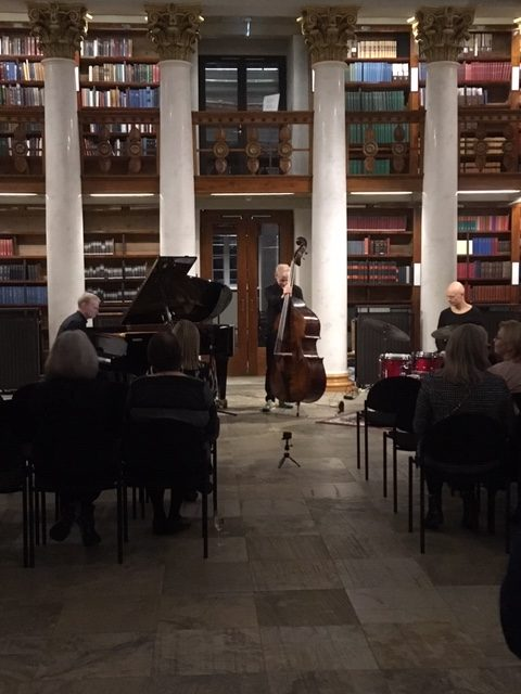 Alkuiltajuhla. Kansalliskirjaston Kupolisali. Early evening event. National Library of Finland. Joona Toivanen Trio.