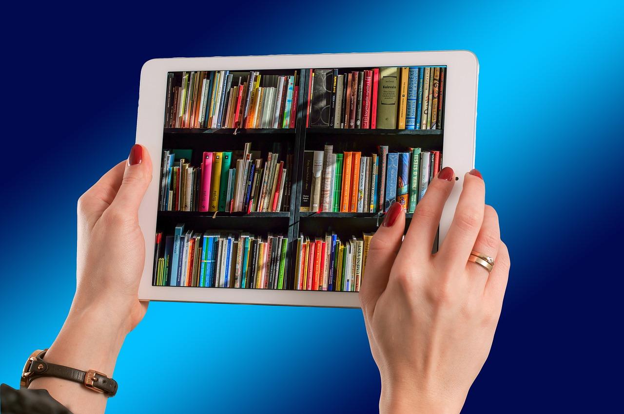 Kirjaselkämysten kuvia tabletin näytössä