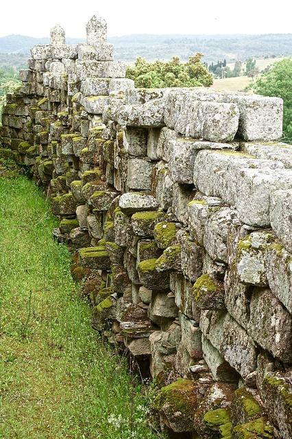 stone-wall-1362504_640